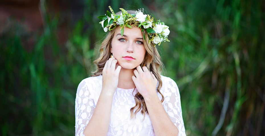 Is it fashion to take a photoshoot with a flower crown?